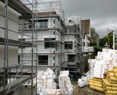 Teilnahme an der Bauabnahme. Überprüfen ob die vertraglich vereinbarten Leistungen vollständig, mängelfrei und dem Baunormen entsprechend erbracht wurden.